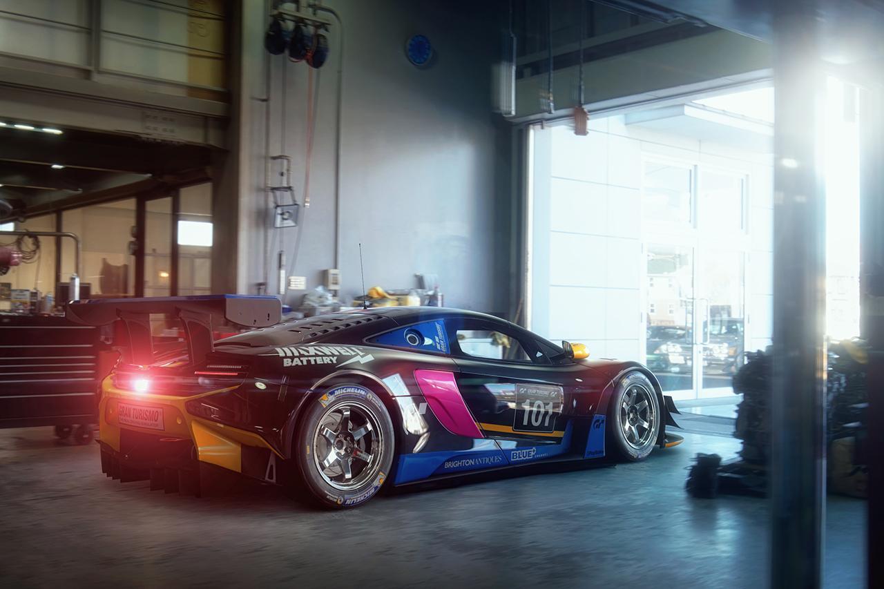 McLaren_GT3_003_Garage.jpg
